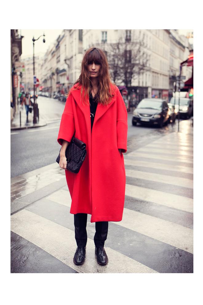 caroline-de-maigret-abrigo-rojo